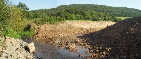 """Kurz vor der Wesereinmündung trifft das neue Bachbett wieder den """"alten"""" Bachlauf......"""